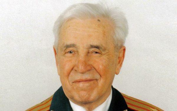 Яков Соломонович Шифрин - Советский, позднее украинский радиофизик, специалист в области теории антенн и распространения радиоволн, создатель статистической теории антенн, Заслуженный деятель науки и техники Украины