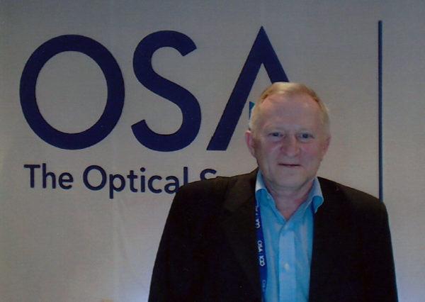Главный научный сотрудник отдела твердотельных лазеров и акустооптики д.ф.-м.н. Петров Николай Иванович