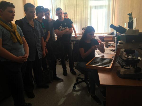 Для будущих монтажников радиоэлектронной аппаратуры и приборов состоялась ознакомительная экскурсия в НТЦ УП РАН